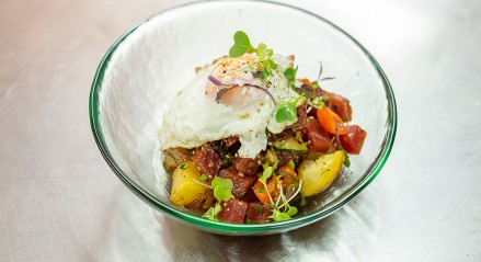 TUNA TARTAR WITH FRIED EGGS AND POTATOES